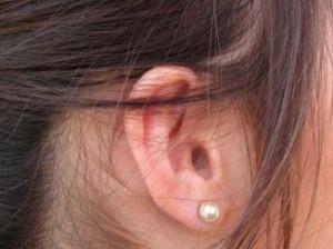 ear_21222929-300x224